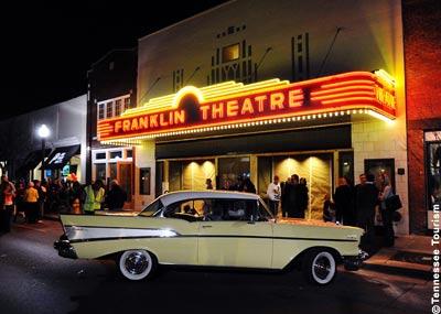 Das Art-Déco-Leuchtschild des Franklin Theatre ist eine exakte Nachfertigung des Originals von 1937.