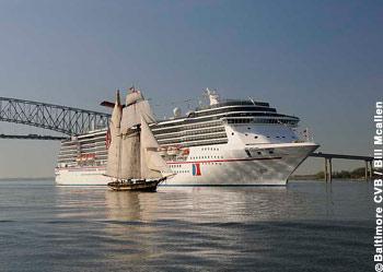 Carnival Pride und Pride of Baltimore II im Hafen von Baltimore