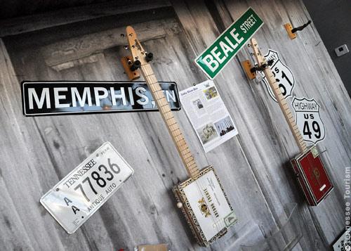 Ausstellungs- und Verkaufsraum bei St. Blues Guitars in Memphis, Tennessee