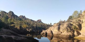Bear Gulch Reservoir, Pinnacles National Park (Effeietsanders [CC BY-SA 4.0 (https://creativecommons.org/licenses/by-sa/4.0)])