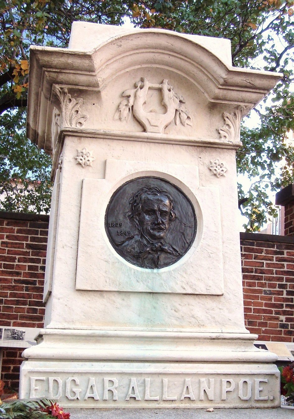 Edgar Allan Poe's Grab auf dem Westminster Burial Ground in Baltimore