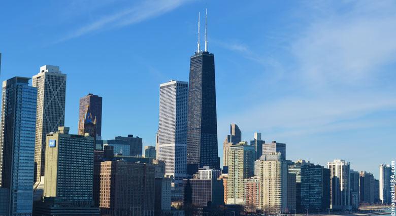 Skyline Chicago mit John Hancock Tower (siehe Mitte)