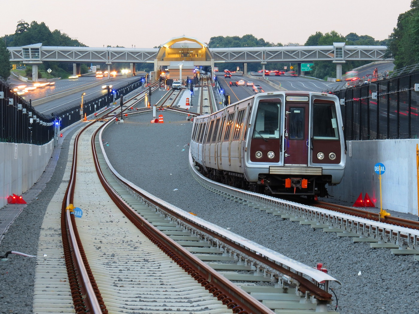Metro zur Wiehle-Reston East Station_Silver Line /_(credit Dulles Metro)