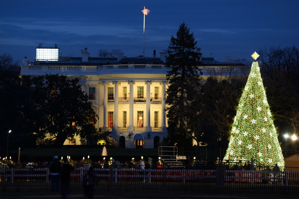 White House with National Christmas Tree (Bildquelle: Destination DC)
