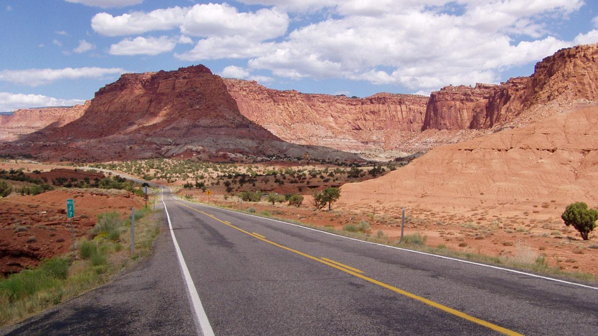 Einsame Landstraße in Canyonlands, Utah