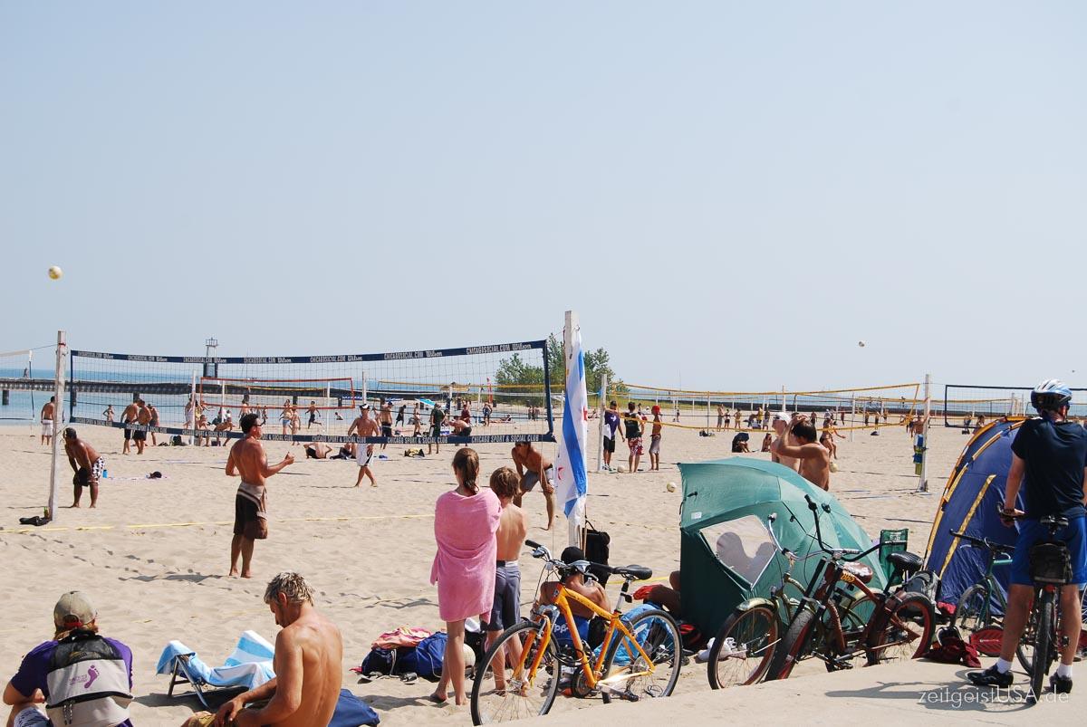 Beach Volley entlang des Lake Michigan -- per Fahrrad leicht zu erkunden