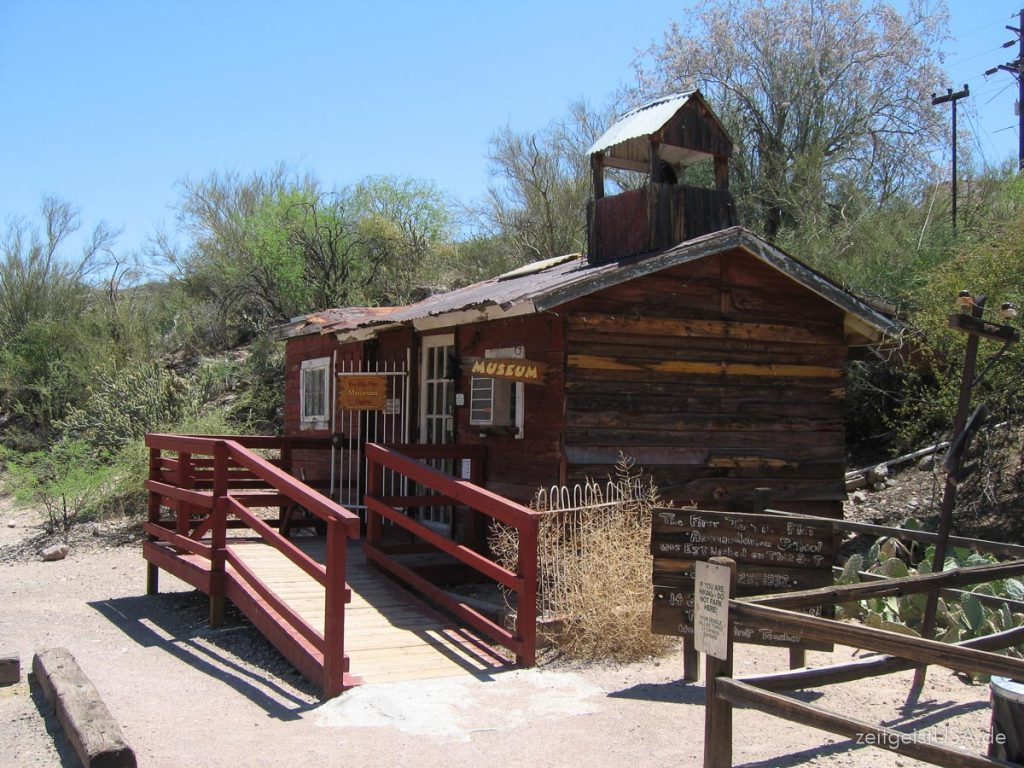 Tortilla Flat -- Apache Trail