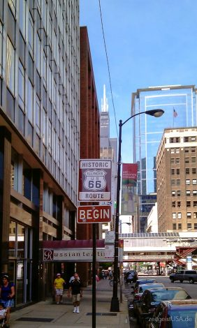 Beginn der Route 66 in Chicago -- E Adams Street