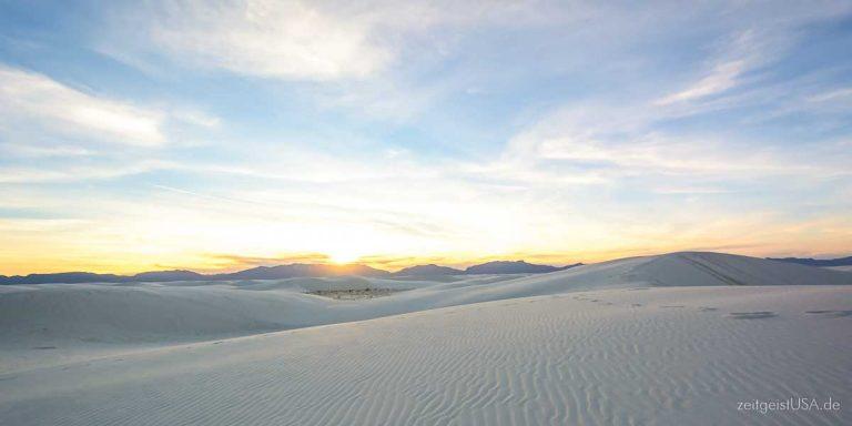 White Sands National Monument in New Mexico — schneeweisser Sand und Dünen soweit das Auge reicht