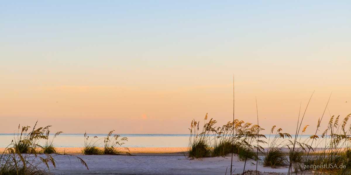 Strand und Abendstimmung auf Anna Maria Island, Florida