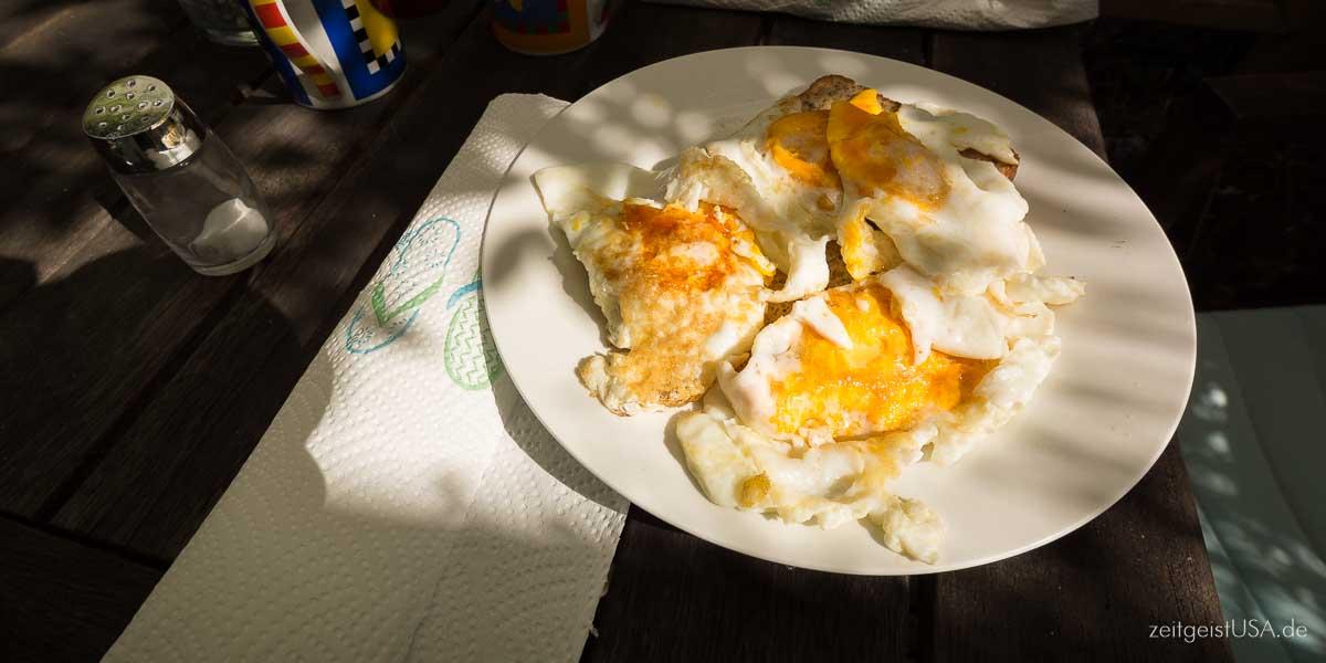 Frühstück in Amerika - Eggs und Bacon
