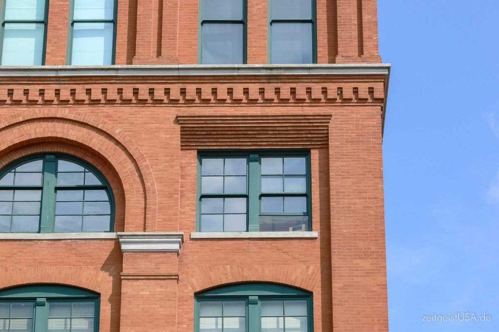 Sixth Floor Museum, Dallas - Das Fenster, aus dem heraus JFK erschossen wurde