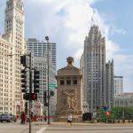 Chicago Wrigley Building (links) und Chicago Tribune Tower (mitte rechts) -- Chicago Architektur