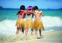 Lei --Der hawaiianische Blumenkranz (photo: HVCB, Sri Maiava Rusden / Joe Solem)