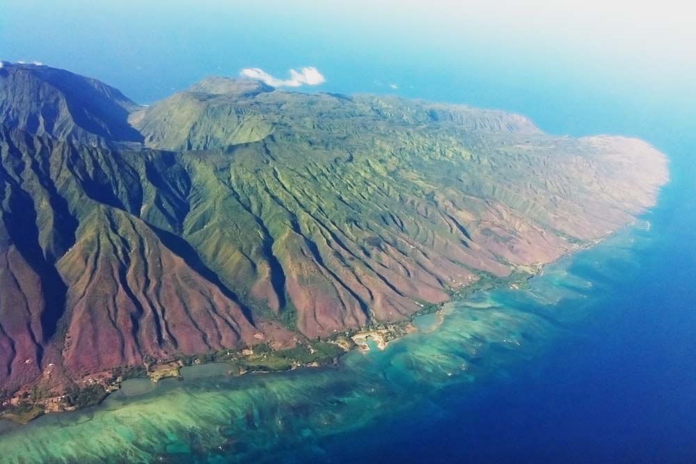 Ostseite von Molokai (photo: Travis.Thurston [CC BY-SA 3.0 (https://creativecommons.org/licenses/by-sa/3.0)])