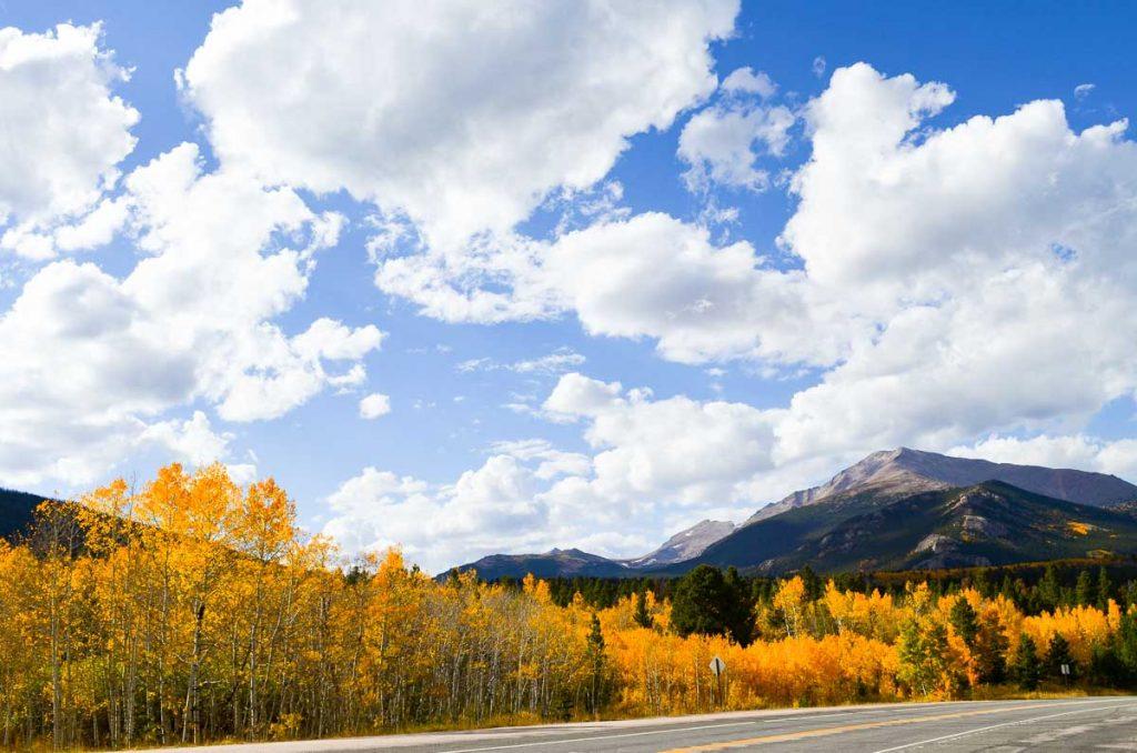 Herbstfarben -- US 7 zwischen Lyons und Estes Park, Colorado