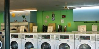 Waschsalon in den USA: Coin Laundry