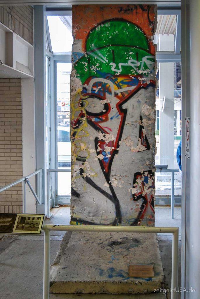 Ein Stück Berliner Mauer in Chicago: Lincoln Square