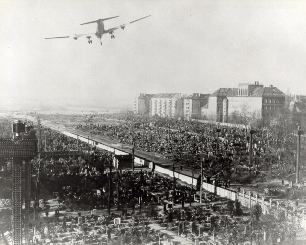 Landungsanflug Tempelhof, Berliner Luftbrücke (photo credit: USAFE Office of Public Affairs