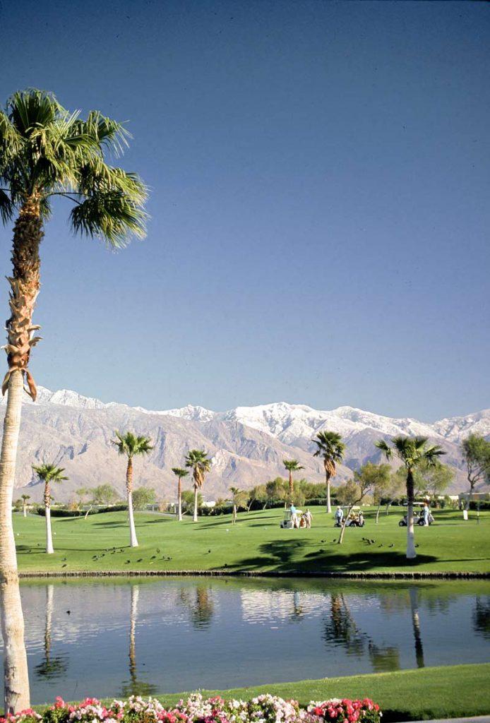 Golfen in Palm Springs, Kalifornien [photo: Palm Springs Bureau of Tourism]