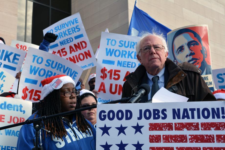Bernie Sanders bei einer Demonstration von Arbeitern für bessere Löhne