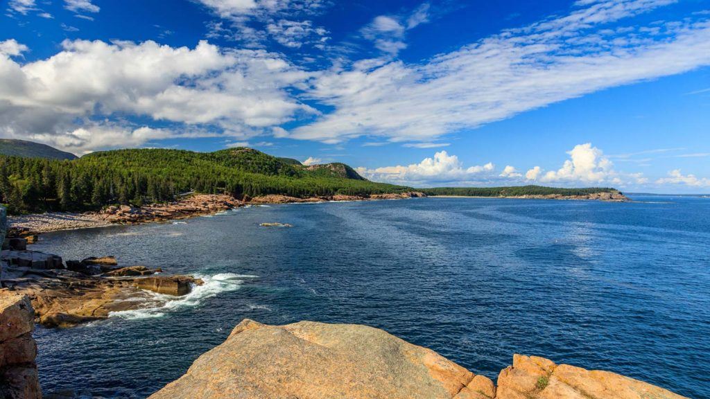 Rocky Ocean Drive Coast -- Grandiose Aussichten auf die Maine Küste findet man entlang des Ocean Drive Abschnittes der Park Loop Road. [photo: NPS / Kristi Rugg]