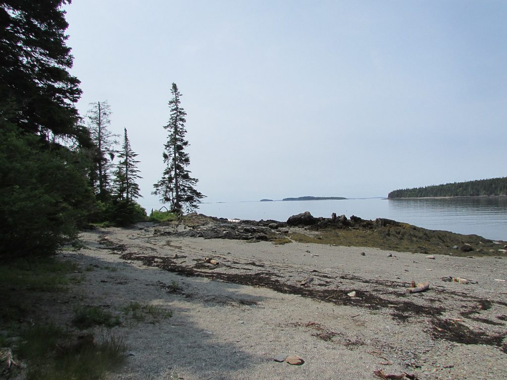 Town Beach, Islesboro, Maine, USA [photo: DrStew82 / CC BY-SA (https://creativecommons.org/licenses/by-sa/4.0)]
